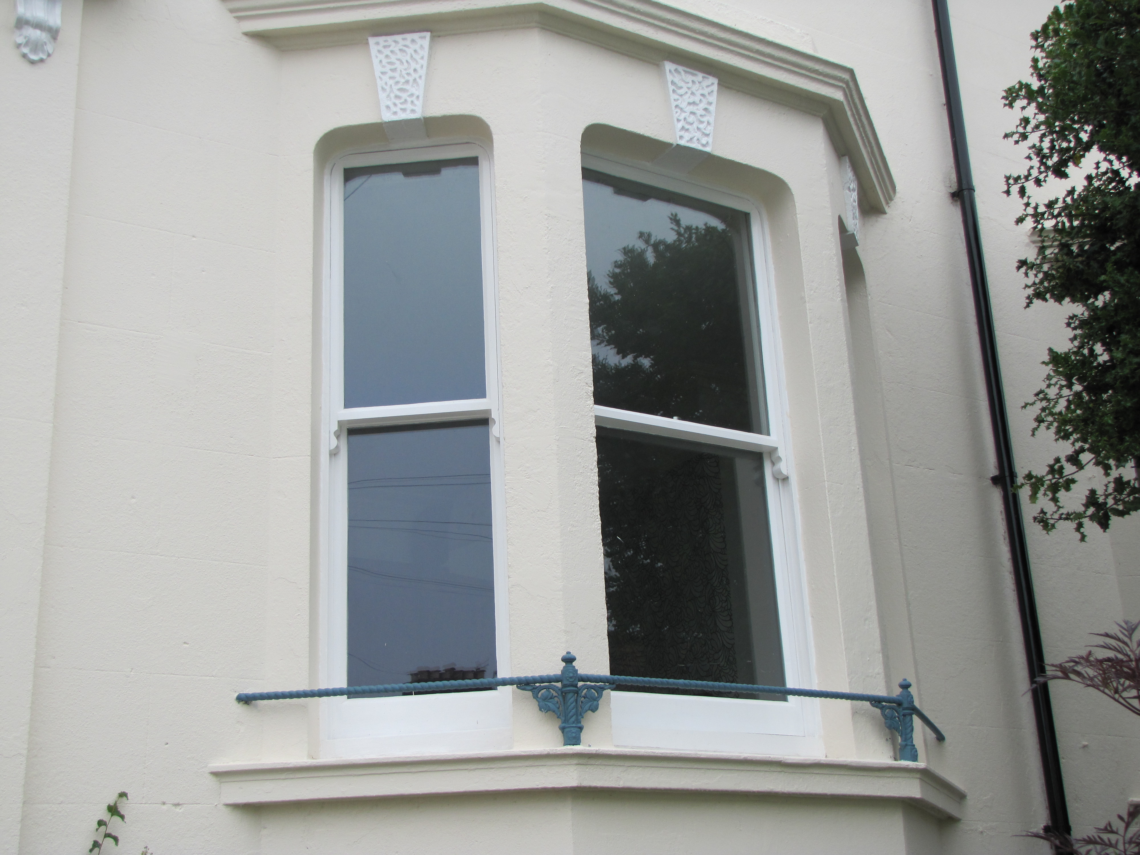 Double hung box frames and sash windows brighton aa taylor for Sash double glazing